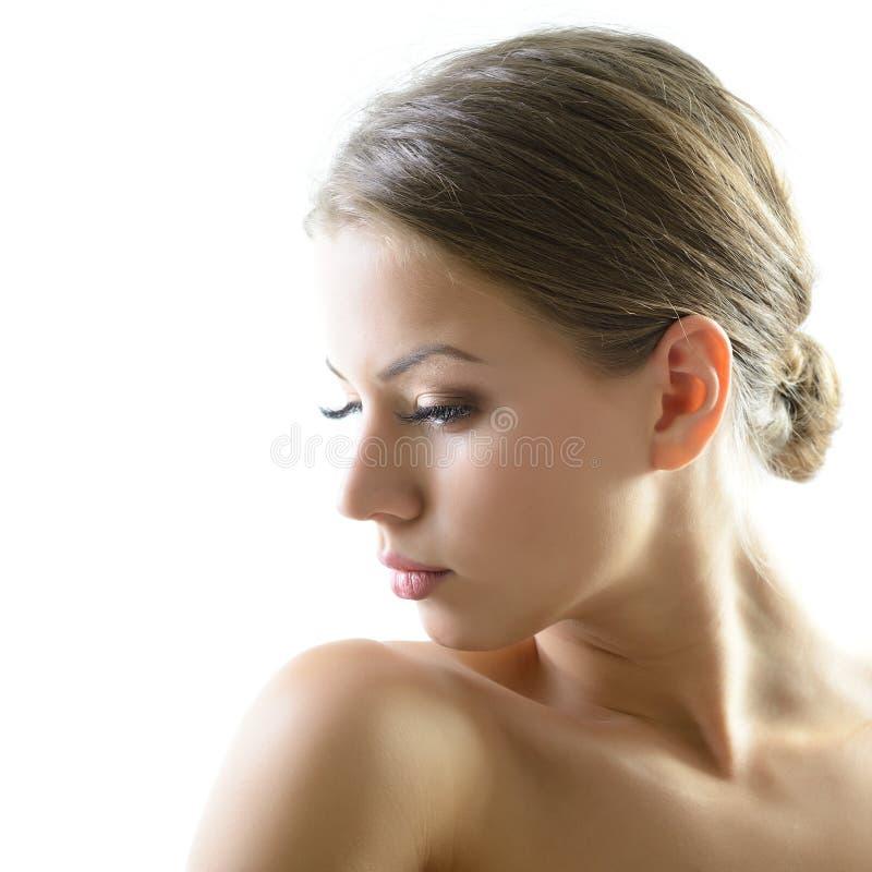 Portrait de beaut? de jeune femme avec le beau visage sain, goujon photo stock