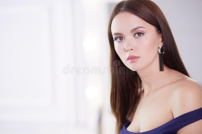Portrait de beaut? de visage femelle avec la peau naturelle photographie stock