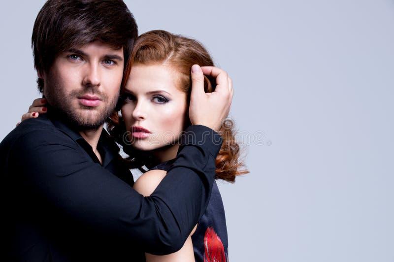 Portrait de beaux couples passionnés. image libre de droits
