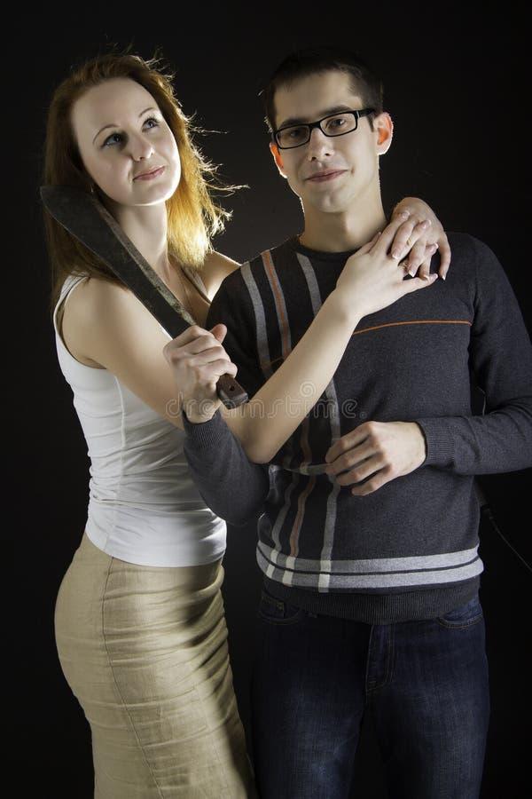 Portrait de beaux couples posant dans le studio photos stock