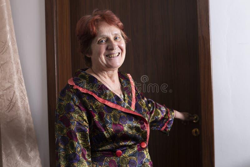 Portrait de belle dame âgée image stock