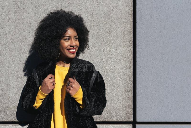 Portrait de belle femme afro-américaine images libres de droits