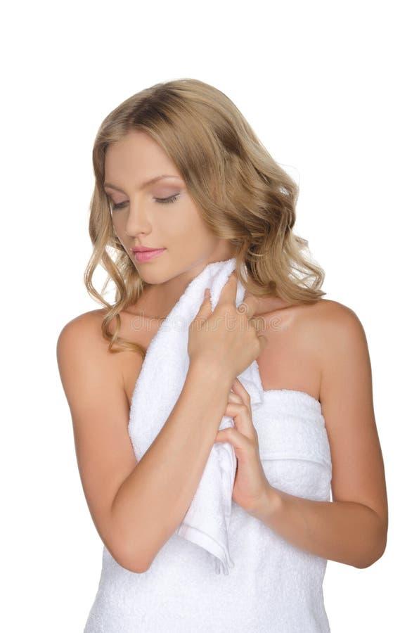 Portrait de belle femme avec la serviette photo stock