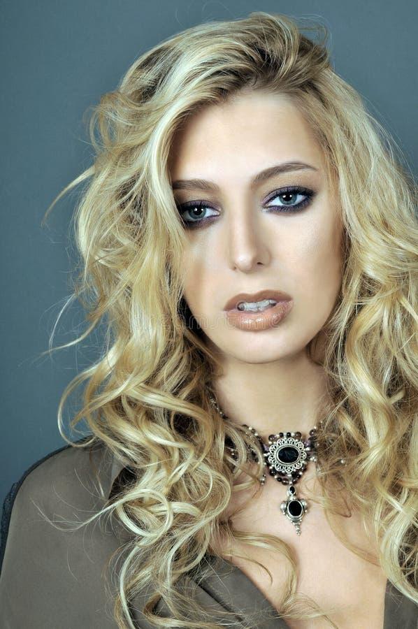 Portrait de belle femme blonde photos libres de droits
