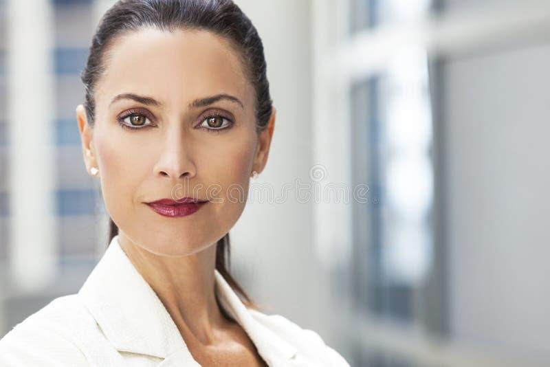 Portrait de belle femme ou femme d'affaires photo libre de droits