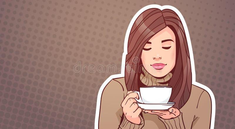 Portrait de belle femme tenant la tasse avec la boisson chaude au-dessus du bruit Art Background de vintage illustration de vecteur
