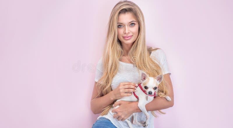 Portrait de belle fille blonde image stock
