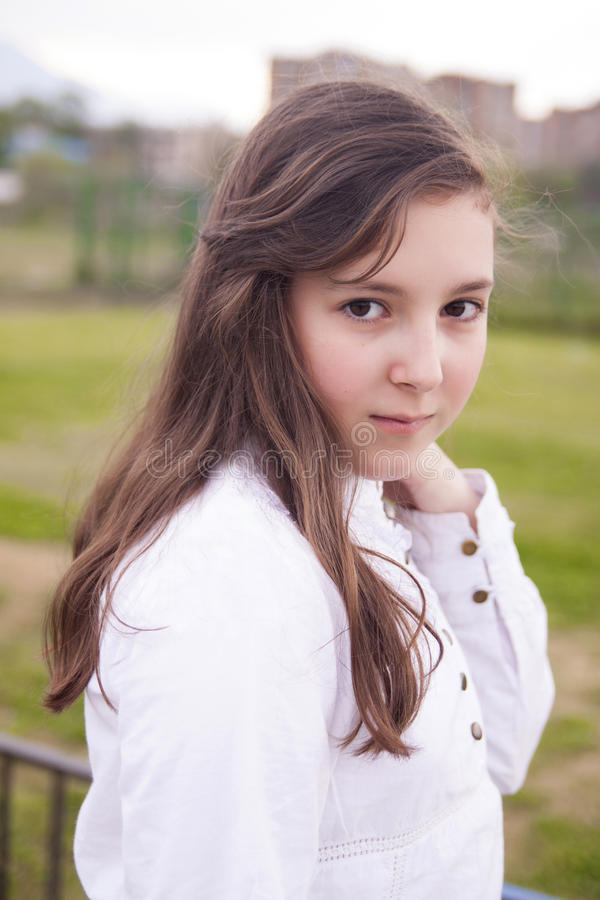 Portrait De Belle Fille En Parc Photo libre de droits