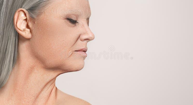 Portrait de belle vue supérieure de profil de femme image stock