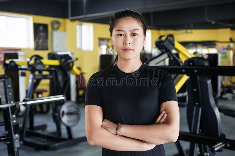 Portrait de belles filles, le concept de gymnase photos libres de droits