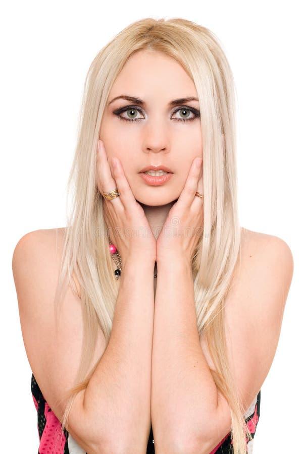 Portrait de blonde assez jeune. D'isolement photos libres de droits