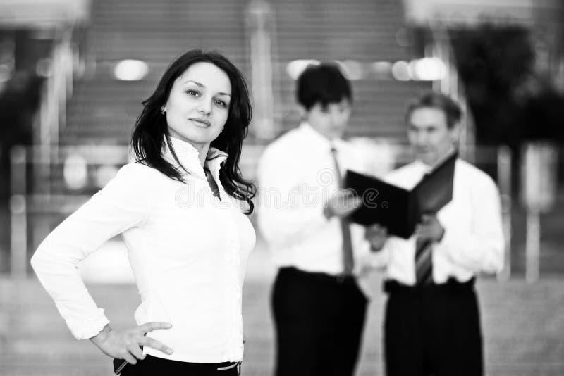 Portrait de bureau s?r de fond de femme d'affaires image libre de droits