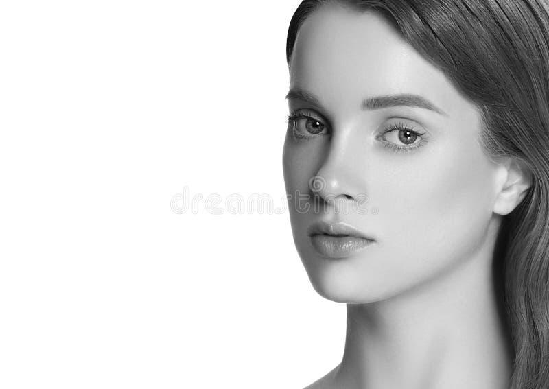 Portrait de charme de beau modèle de femme avec le makeu quotidien frais images libres de droits