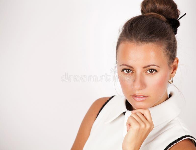 Portrait de charme de beau modèle de femme. photos stock