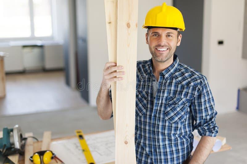 Portrait de charpentier de sourire image stock