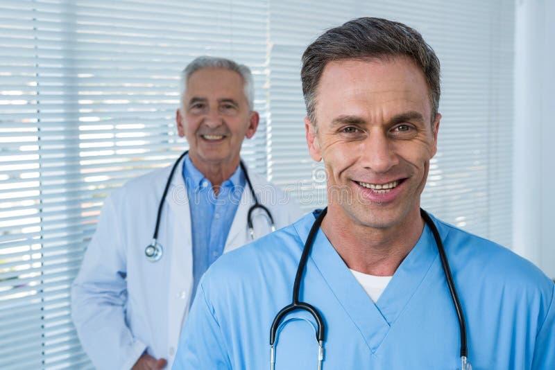 Portrait de chirurgien et de docteur photographie stock libre de droits