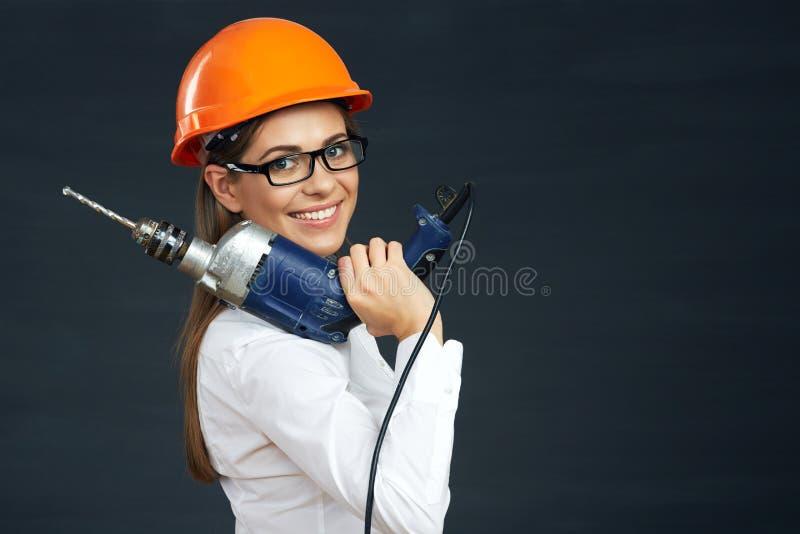 Portrait de constructeur de femme avec le foret photographie stock