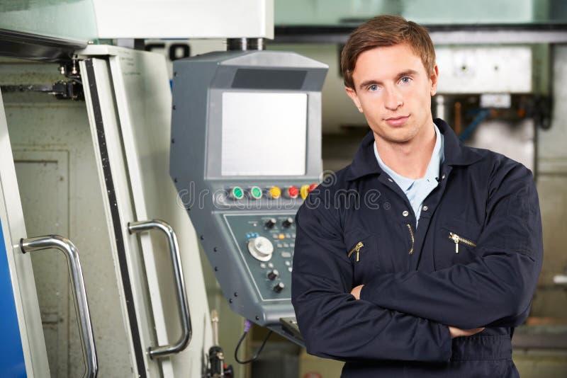 Portrait de découpeuse de With Computer Controlled d'ingénieur photo libre de droits