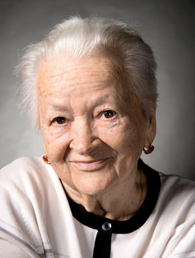 Portrait de dame âgée de sourire image libre de droits