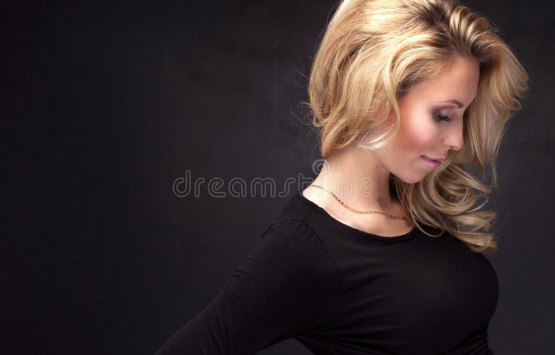 Portrait de dame blonde attirante images libres de droits