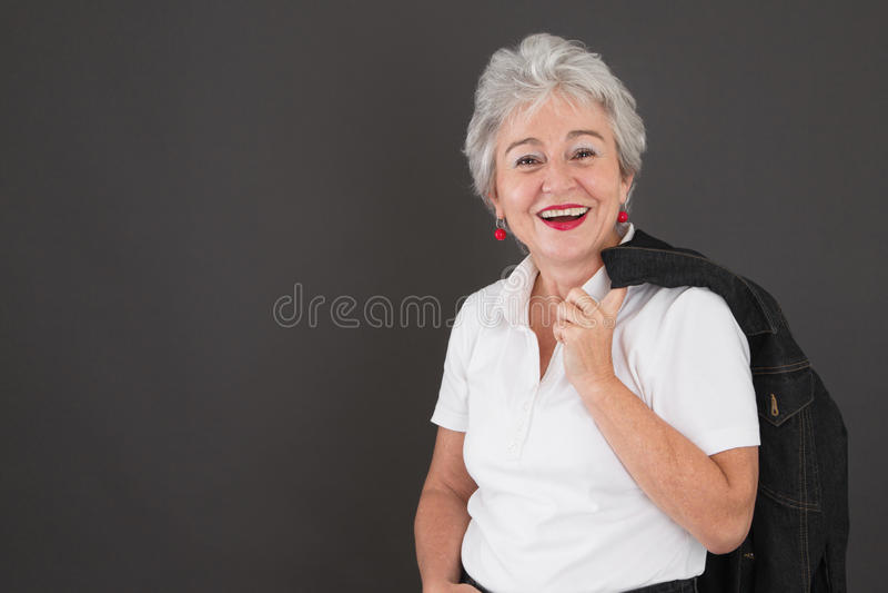 Portrait de dame supérieure attirante heureuse photos stock