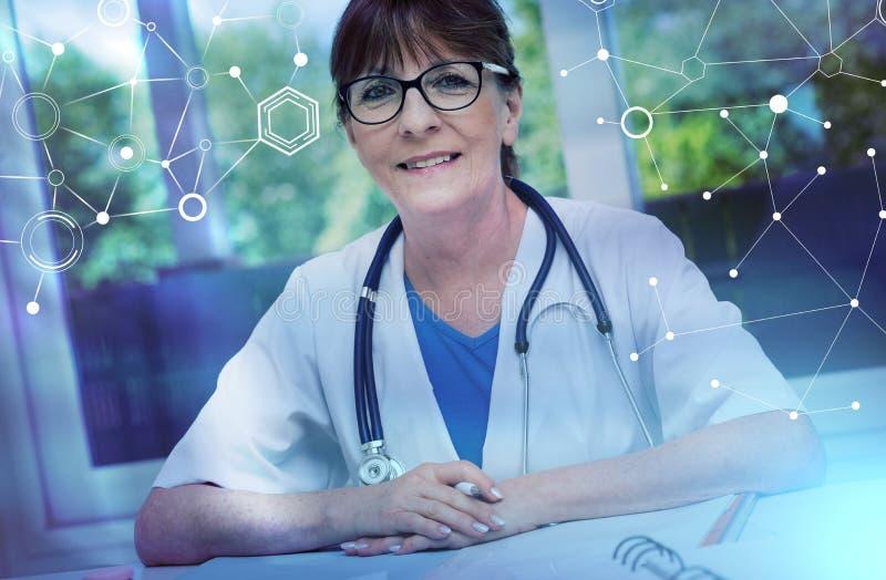 Portrait de docteur féminin ; effet de la lumière photographie stock libre de droits
