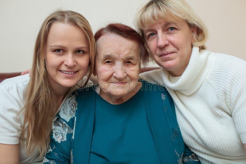 Portrait de famille avec la mère, fille et photographie stock libre de droits
