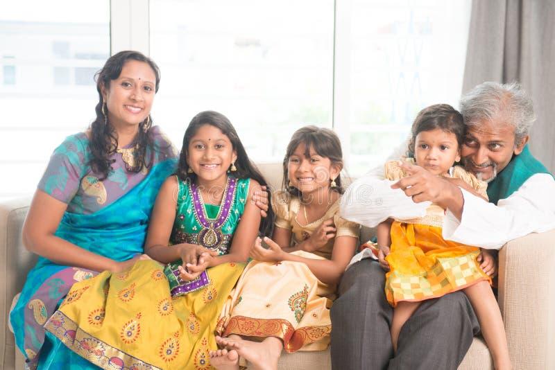 Portrait de famille indienne image libre de droits