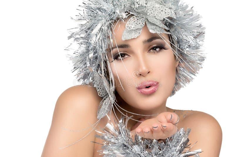 Portrait de femme à la mode avec Stylism argenté. Mode de style de Vogue photographie stock