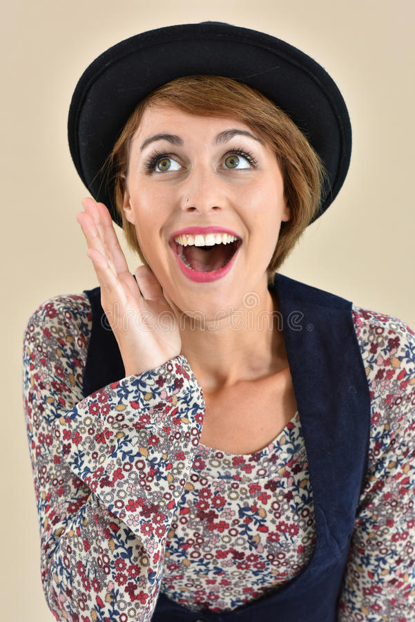 Portrait de femme élégante avec le chapeau noir photo libre de droits
