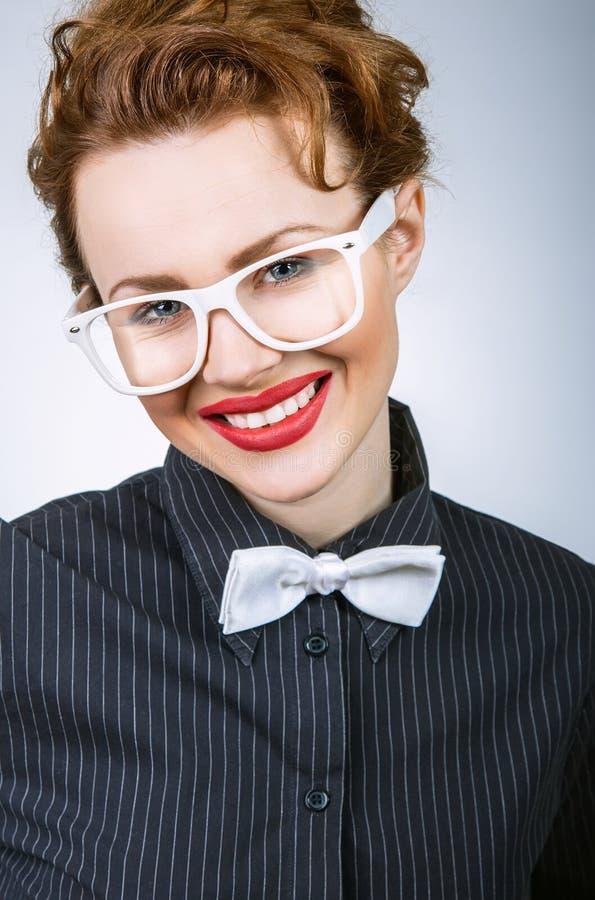 Portrait de femme élégante expressive heureuse images stock