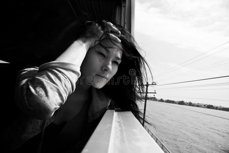 Portrait de femme asiatique Course par chemin de fer images stock