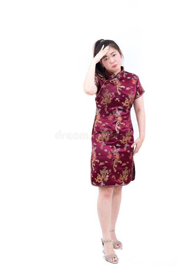 Portrait de femme asiatique dans la longue robe de chinois traditionnel, cheon images stock