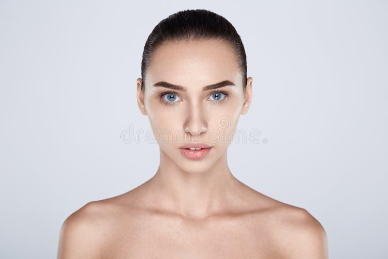 Portrait de femme attirante avec la chirurgie plastique photo stock