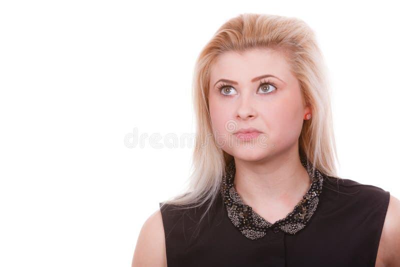Portrait de femme blonde avec l'expression sérieuse de visage photo libre de droits