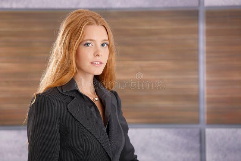 Portrait de femme d'affaires attirante image libre de droits