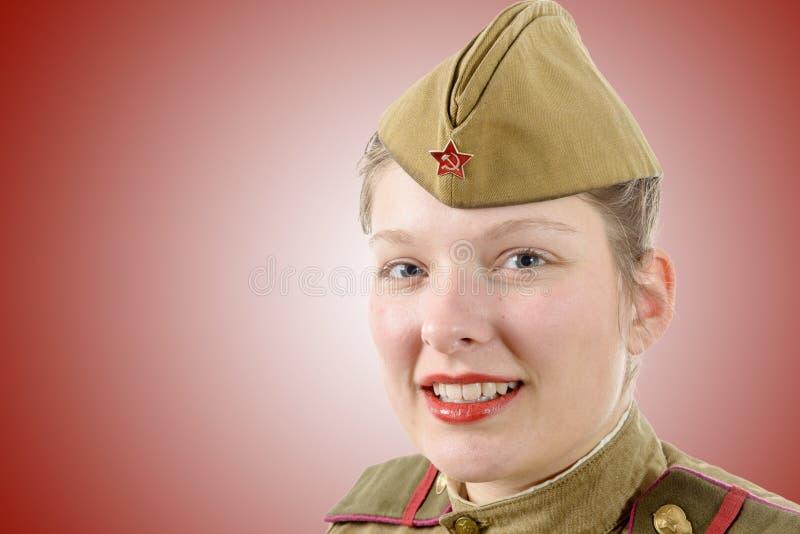Portrait de femme dans l'uniforme militaire russe du grand Patri images stock