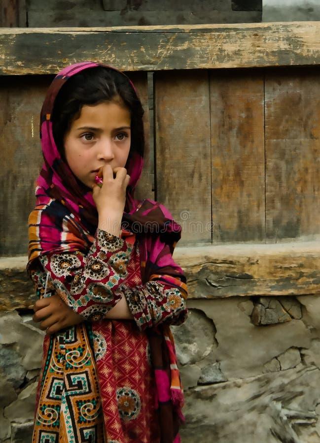 Portrait de femme de Hunza dans le costume national Karimabad Pakistan photographie stock libre de droits