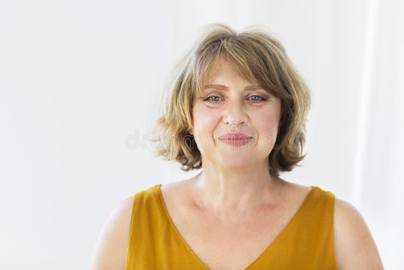 Portrait de femme de Moyen Âge dans la chambre photos stock