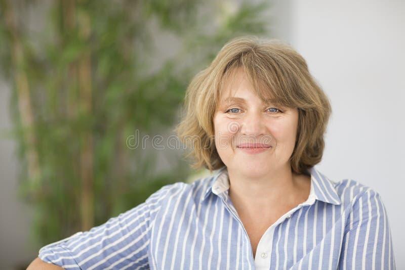 Portrait de femme de Moyen Âge dans la chambre photographie stock libre de droits