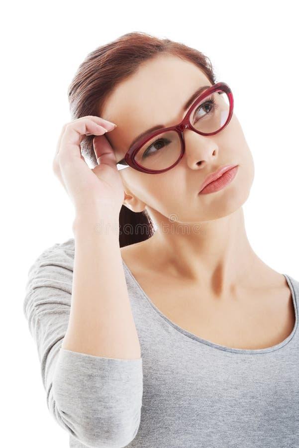 Portrait de femme réfléchie dans des lunettes. photographie stock