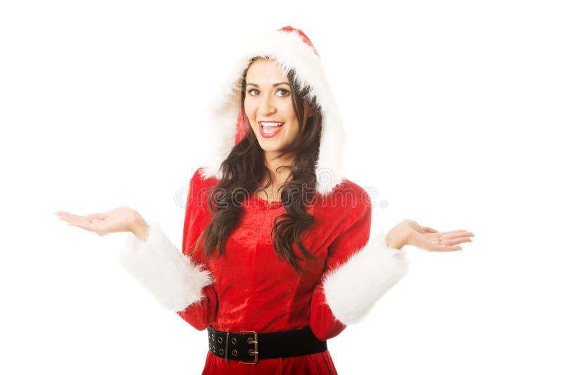 Portrait de femme de Santa se tenant avec le geste de mains ouvert photo libre de droits