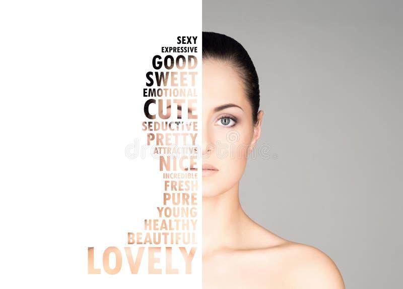 Portrait de fille fraîche, jeune et belle dans le maquillage et le concept de cosmétiques photographie stock