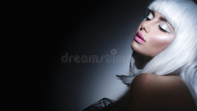 Portrait de fille de mannequin Femme de beauté avec les cheveux blancs images libres de droits