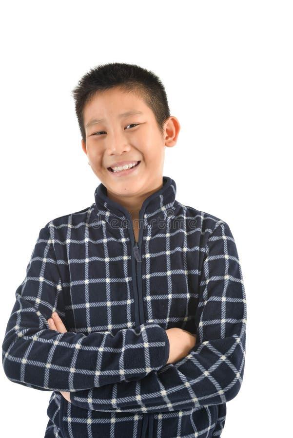 Portrait de garçon asiatique riant sur le blanc images libres de droits