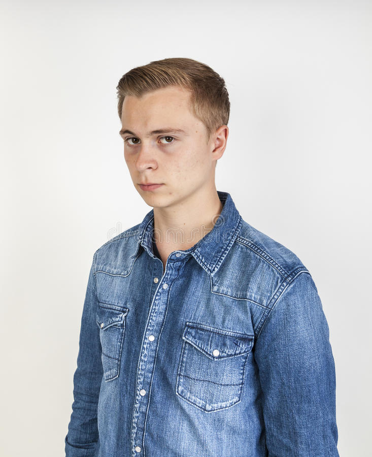 Portrait de garçon de regard fâché photos stock