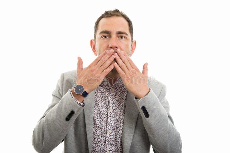 Portrait de geste de bouche de bâche d'homme d'affaires photographie stock libre de droits