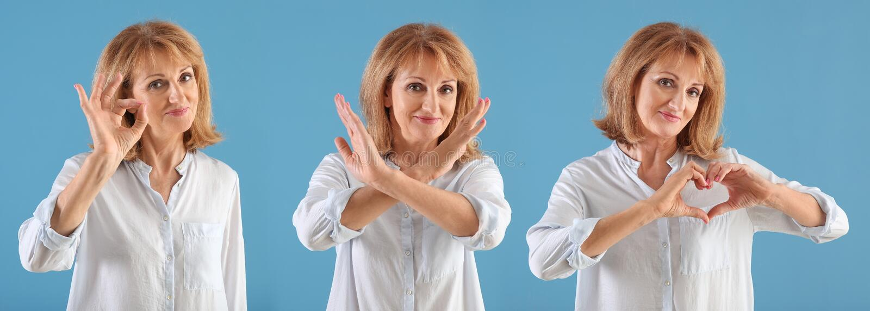Portrait de geste CORRECT d'apparence mûre de femme sur le fond de couleur photos libres de droits
