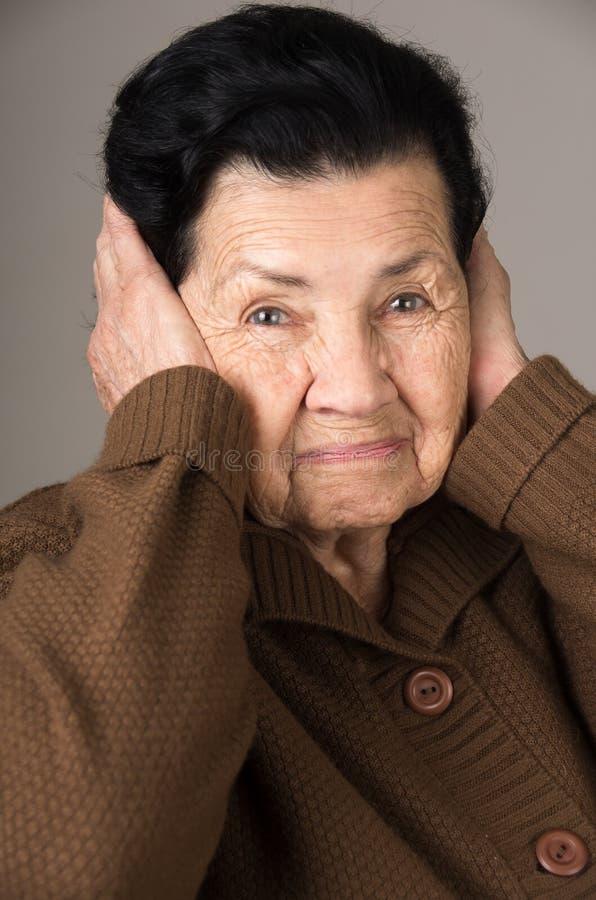 Portrait de grand-mère fâchée de dame âgée photos stock