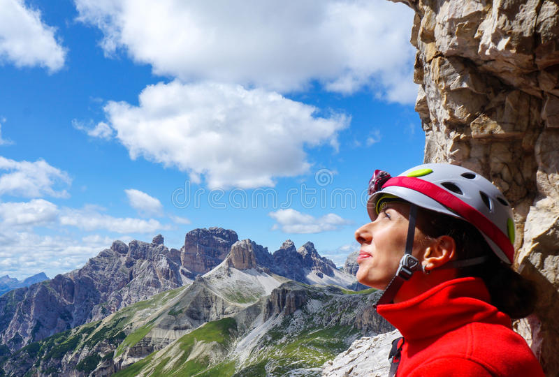 Portrait de grimpeur féminin heureux photographie stock libre de droits
